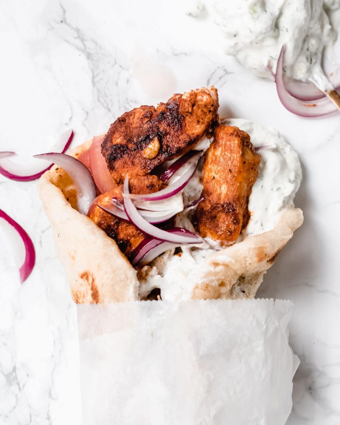 griekse pita met gyros en tzatziki