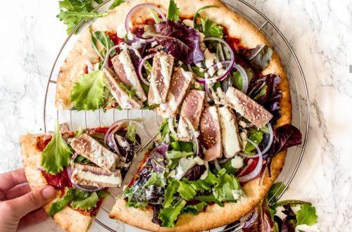 pizza met gegrilde tonijn en wasabi mayonaise