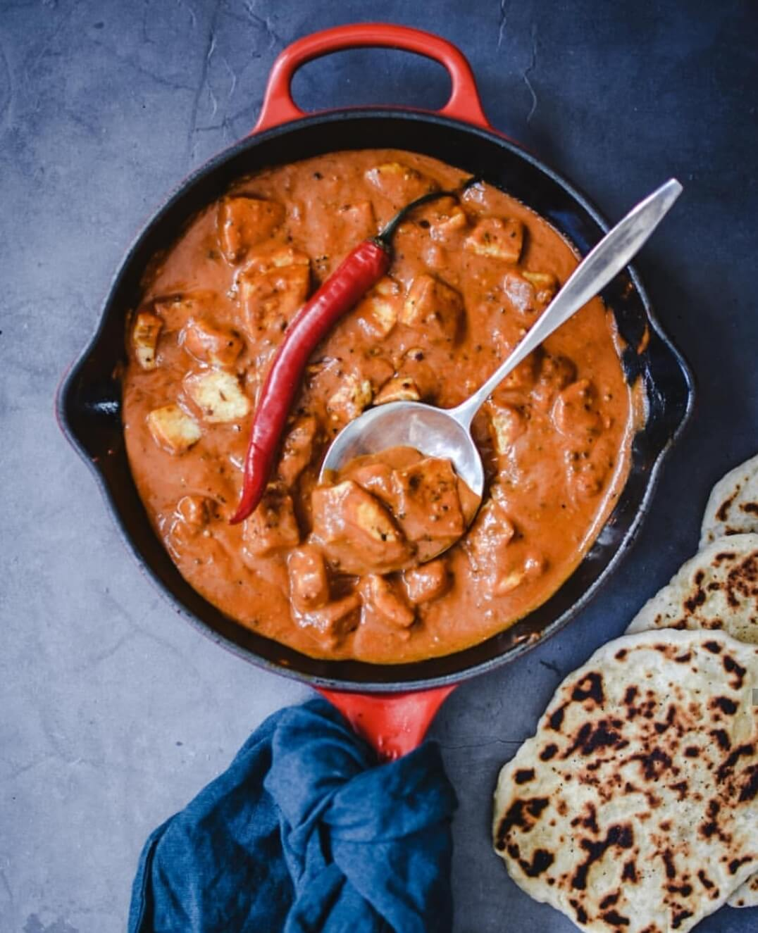 halloumi curry met naan