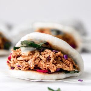 bao buns met pulled chicken