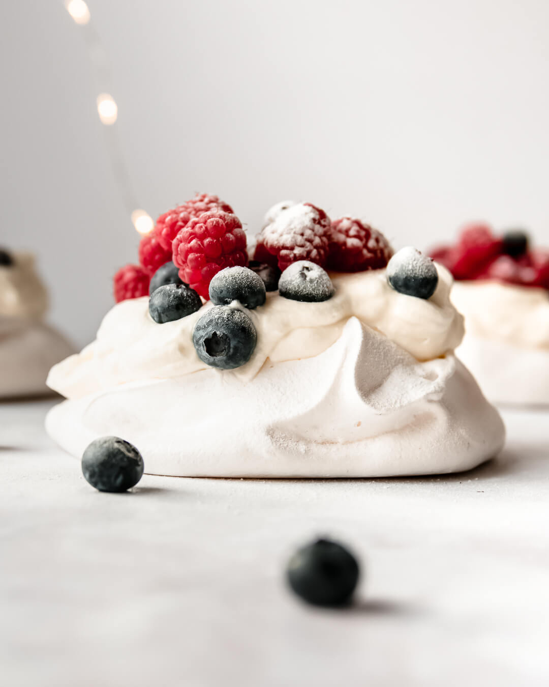 Pavlova met fruit