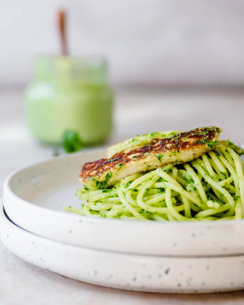 Green goddess spaghetti met halloumi