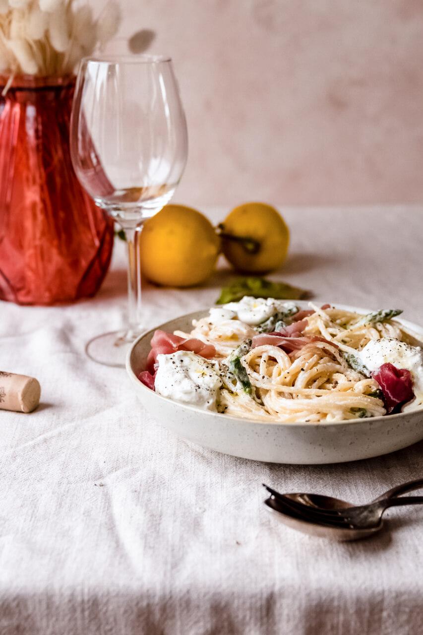Spaghetti met asperge, parmaham en burrata