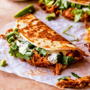 gebakkan taco's met pulled chicken