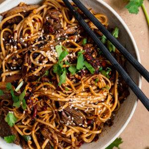 pittige noodles met stoofvlees