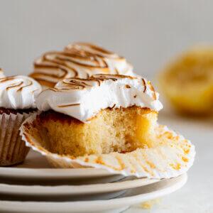 citroen cupcakes meringue frosting